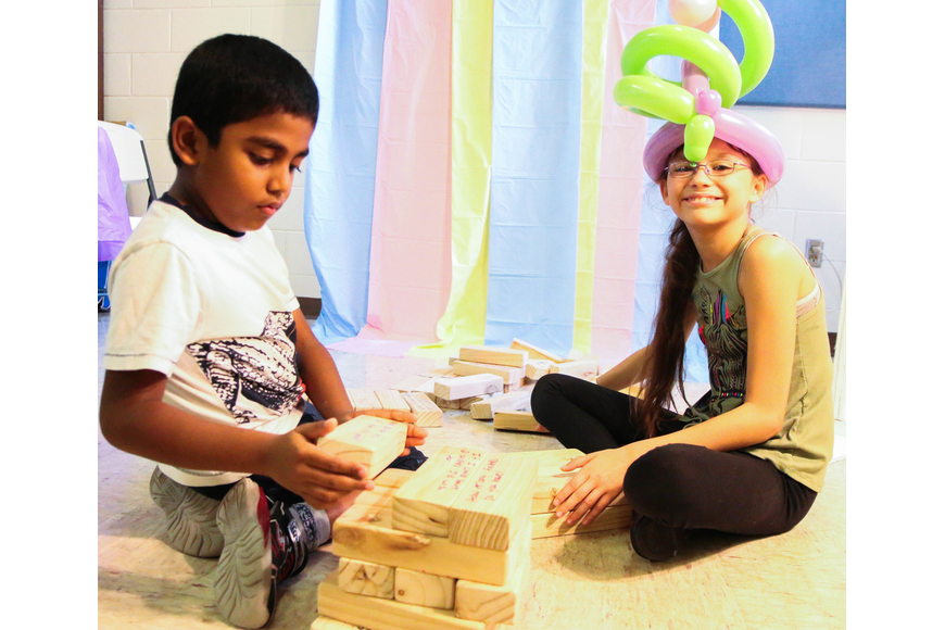 Asher Rodrigues and Samantha Geiger play with blocks. Photo by Paige Wilson