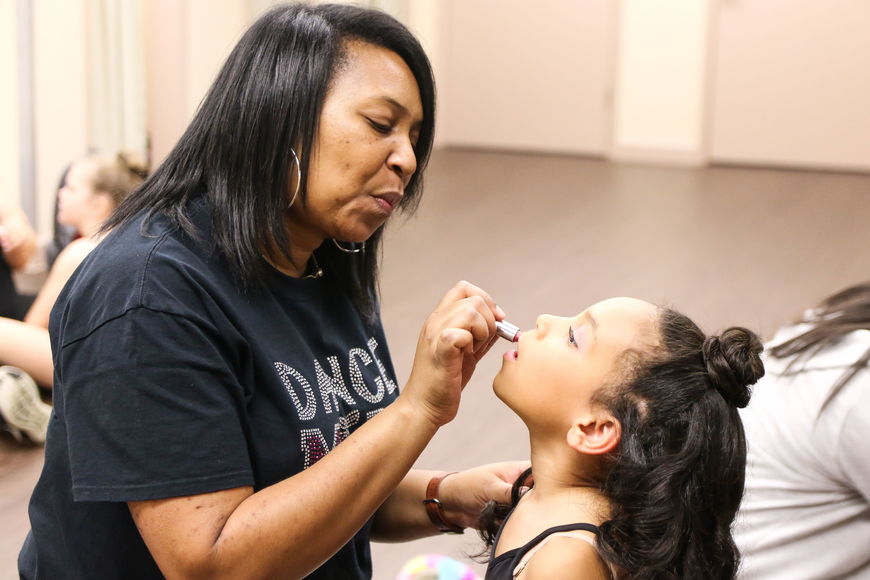 Vernal Spar applies lipstick to her daughter Aliyah Spar before the show. Photo by Paige Wilson