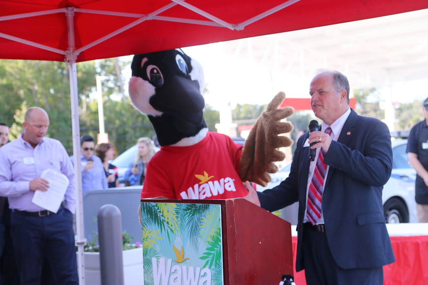 Ormond Beach Mayor Bill Partington speaks during the Wawa grand opening on Thursday, Oct. 17. Photo by Jarleene Almenas